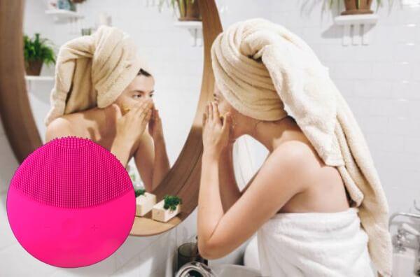 Frau, Gesicht waschen